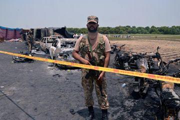 L'explosion d'un camion-citerne fait des dizaines de victimes au Pakistan